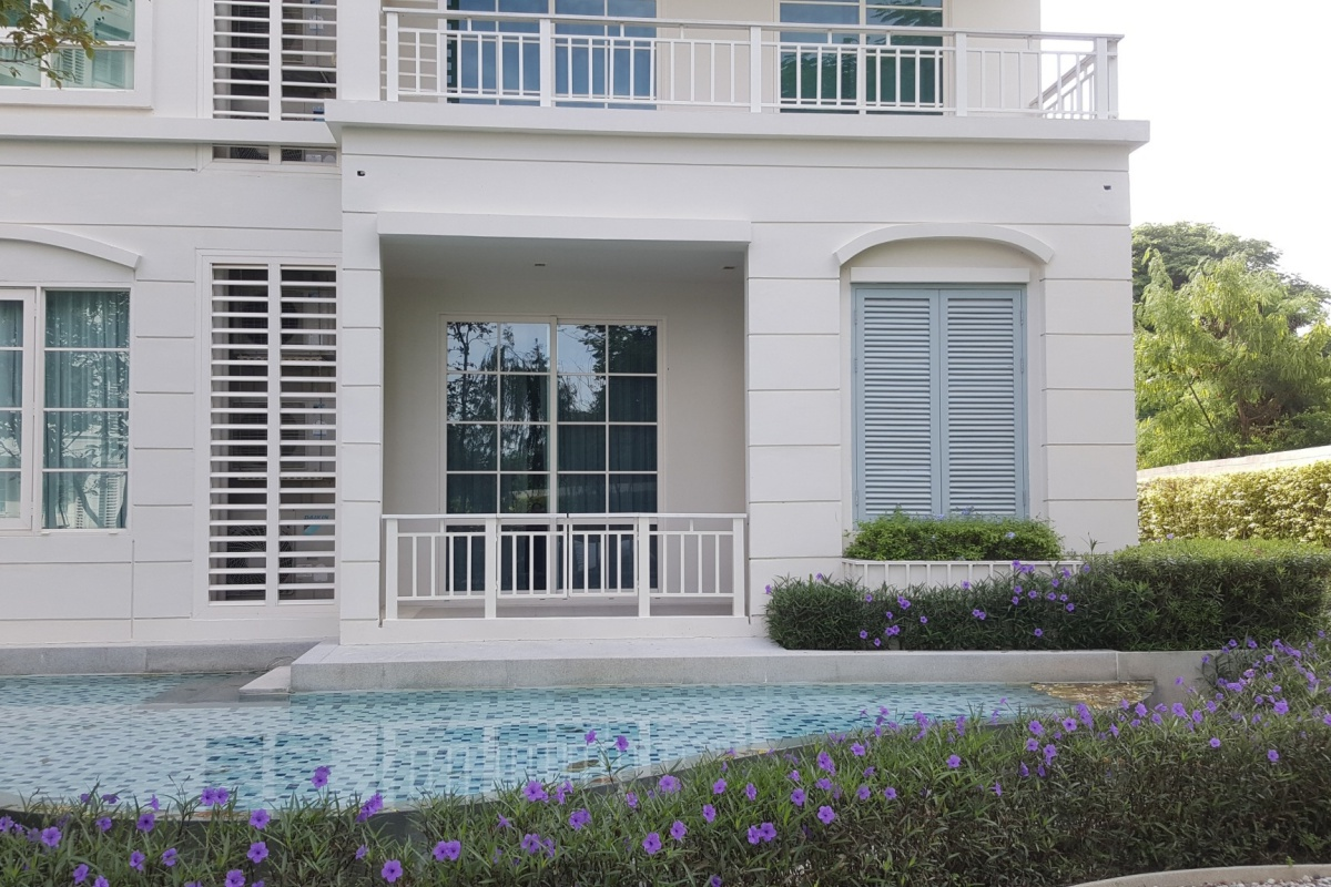 Hua Hin Condo Pool Access